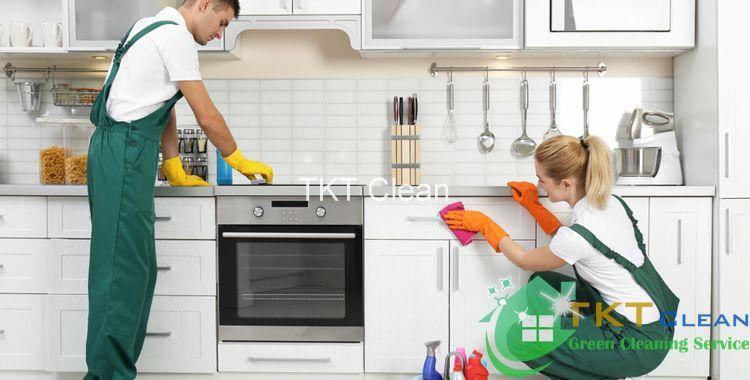nhân viên vệ sinh nhà bếp