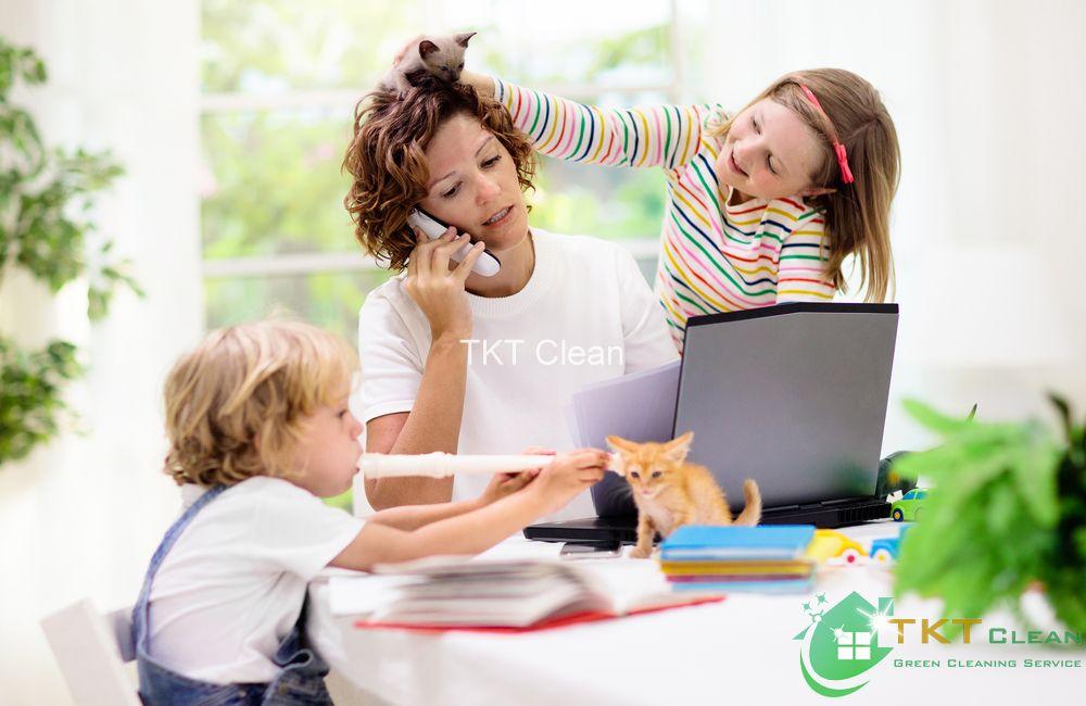 tránh xa những đứa trẻ ồn ào khi làm việc