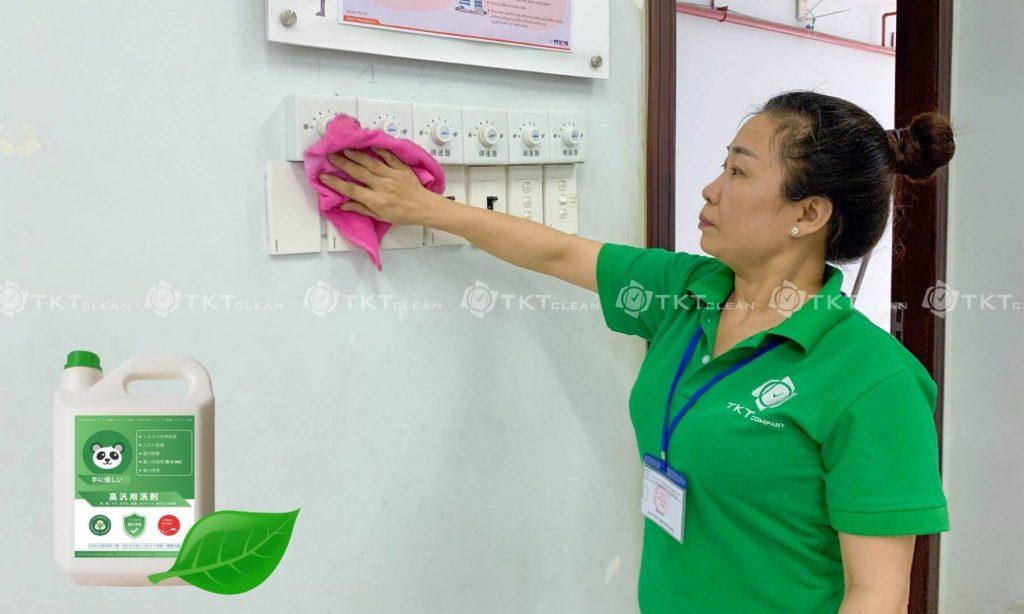 nhân viên vệ sinh nhà trẻ trường học